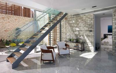 Minthis_photo_Callisto_low-floor-living-area