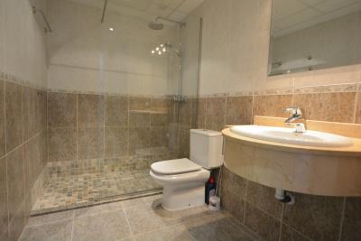 12-La-Viz-B13-H4-Main-Bath