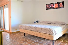 Image No.20-4 Bed Property for sale