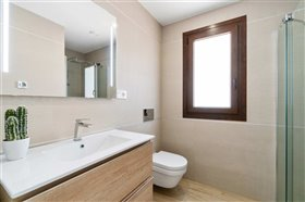 Image No.18-2 Bed Bungalow for sale