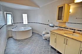 Image No.3-2 Bed Flat for sale