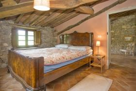 Image No.10-8 Bed Country House for sale
