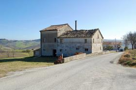 Image No.2-4 Bed Farmhouse for sale