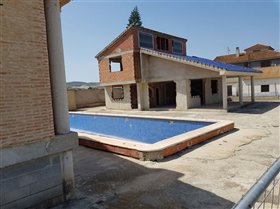 Image No.1-7 Bed Country House for sale
