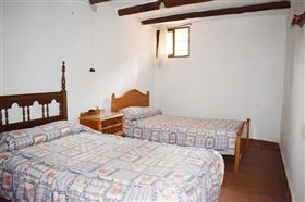 Image No.16-7 Bed Farmhouse for sale
