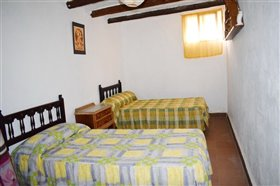 Image No.20-7 Bed Farmhouse for sale