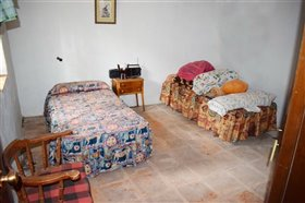 Image No.4-7 Bed Farmhouse for sale