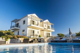 Image No.0-Villa / Détaché de 6 chambres à vendre à Gavalohori