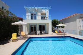 Image No.0-Maison / Villa de 2 chambres à vendre à Kefalas