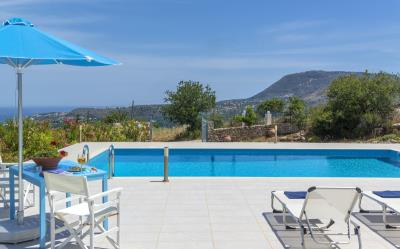 Villa-Vamos-Apokoronas-Crete-For-SaleA-Drink-by-the-Pool