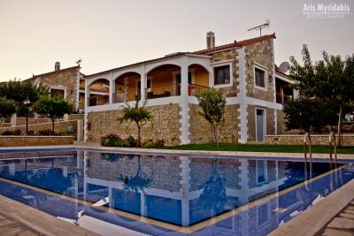 3-villas-for-sell-in-douliana-0009