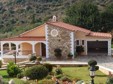 3-villas-for-sell-in-douliana-0021