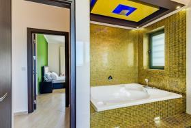 Image No.10-Villa de 4 chambres à vendre à Almyrida