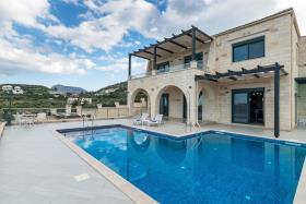 Image No.0-Villa de 4 chambres à vendre à Almyrida