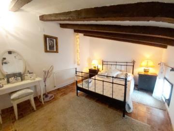 Beam-guest-bedroom
