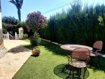 Side-Garden-View