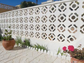 Garden-Wall-Detail