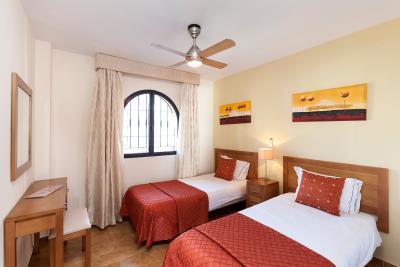 3_Delta_Mar_Suites_Bedroom_01