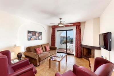 Delta_Mar_Suites_Living_Room_06