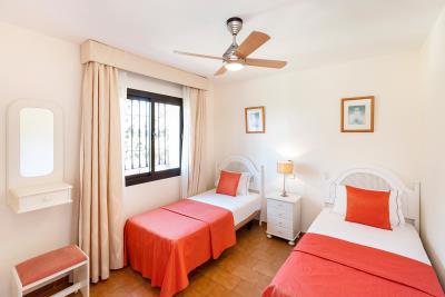 2_Delta_Mar_Suites_Bedroom_03