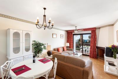 Delta_Mar_Suites_Living_Room_04