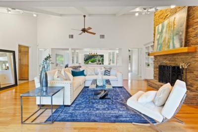 L-Overlook-Living-Room-View