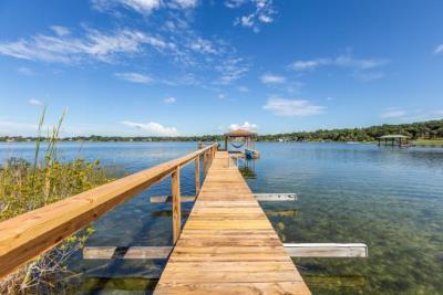 Z-Overlook-Boardwalk-to-Dock