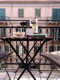 aperitivo-in-the-living-room-balcony