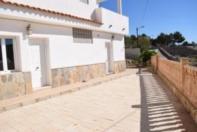 Image No.2-4 Bed House for sale