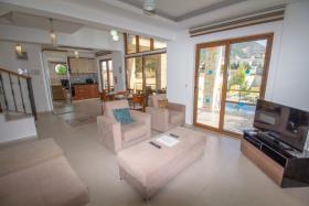 Image No.3-Villa de 4 chambres à vendre à Hisaronu