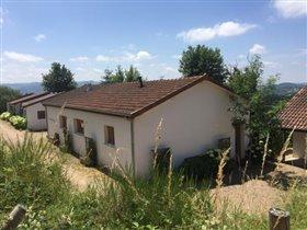 Image No.0-Maison de 17 chambres à vendre à Châtel-Montagne