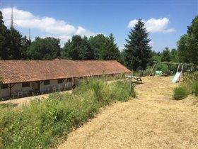 Image No.3-Maison de 17 chambres à vendre à Châtel-Montagne