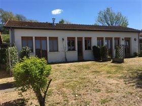 Image No.5-Maison de 17 chambres à vendre à Châtel-Montagne