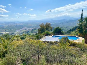 Pool-and-views-good