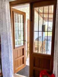 Stable-door-looking-out-USE