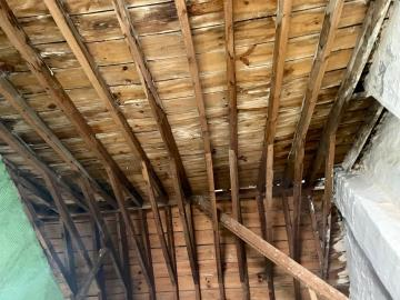 Close-up-int-roof