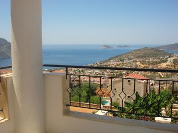 Kalkan-apartment-for-sale-in-Kiziltas-area-overlooking-Kalkan-bay-and-harbourDSC07151