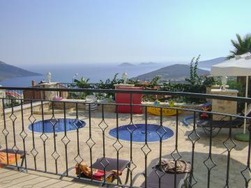 Kalkan-apartment-for-sale-in-Kiziltas-area-overlooking-Kalkan-bay-and-harbourDSC04270