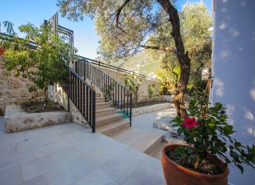Four-Bedroom-Centrally-Located-detached-villa-for-sale-in-Kalkan-town-centre--IMG_8590