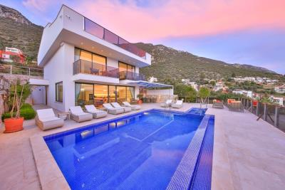 five-bedroom-villa-for-sale-in-Kalkan-by-Mavi-Real-Estate--324ef4be-8cc4-4356-8e05-c24548483c92