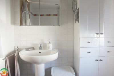 SHOWER-ROOM-2-3-Pool-Court-Saydo-Park