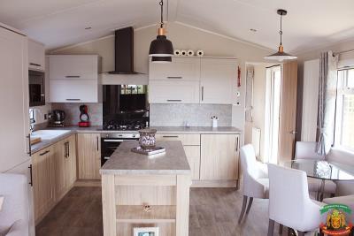 KITCHEN-DINING-AREA---53-Orange-Grove-Saydo-Park-Mollina