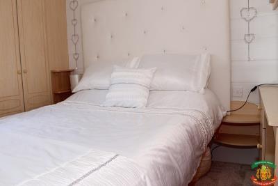 MASTER-BEDROOM---10-Pool-Court-Saydo-Park-Mollina