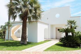 Image No.2-Villa de 3 chambres à vendre à San Michele Salentino