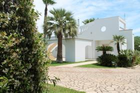 Image No.1-Villa de 3 chambres à vendre à San Michele Salentino