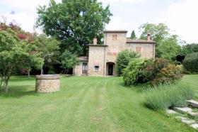 Image No.1-Ferme de 3 chambres à vendre à Lucignano