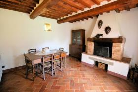 Image No.9-Ferme de 3 chambres à vendre à Lucignano