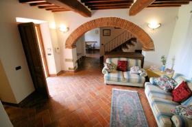 Image No.0-Ferme de 3 chambres à vendre à Lucignano