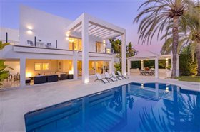 Image No.0-Villa de 5 chambres à vendre à San Pedro de Alcantara