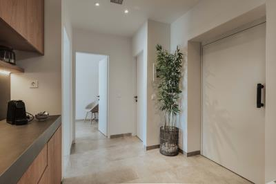 guest-bedroom-common-space---lift
